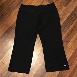 Nike Women's Fit Dry Capri Pants